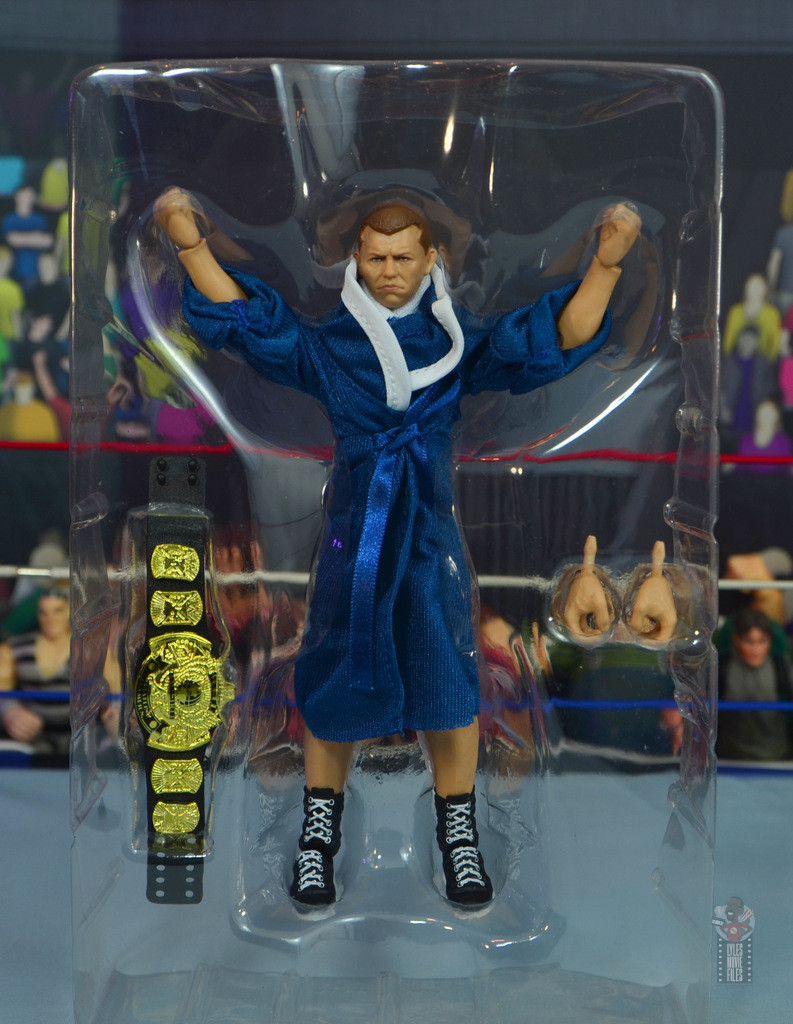 wwe elite bob backlund figure review - accessories in tray