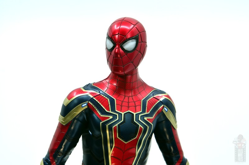 hot toys avengers infinity war iron spider figure review - head close up