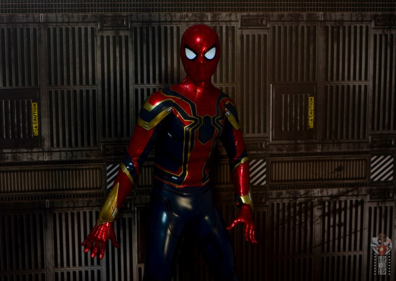 hot toys avengers infinity war iron spider figure review - light up eyes low light