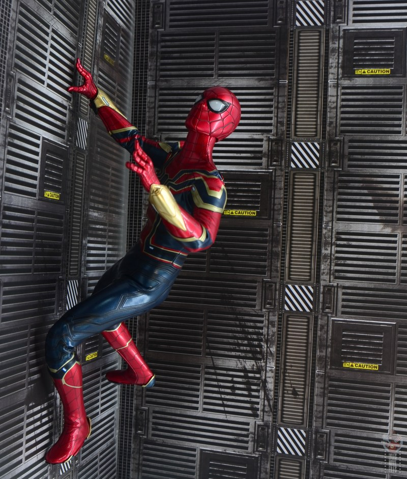 hot toys avengers infinity war iron spider figure review - wall crawling