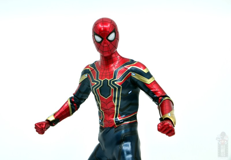 hot toys avengers infinity war iron spider figure review -wrinkly arms