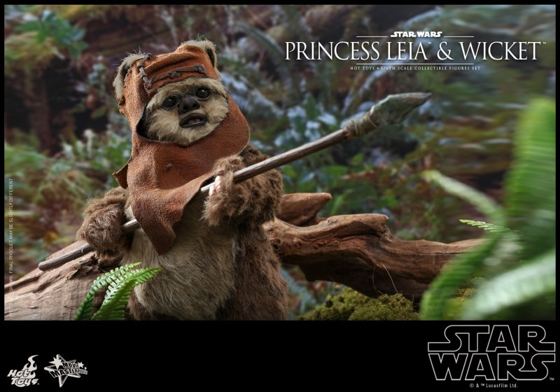 hot toys return of the jedi princess leia and wicket figures - wicket ready