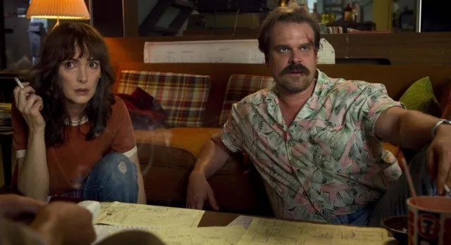 stranger things season 3 - joyce and hopper