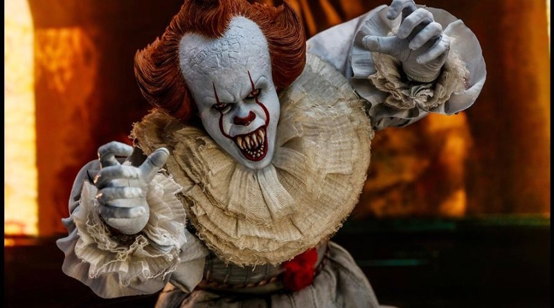 hot Toys it Chapter Two pennywise figure - coming forward
