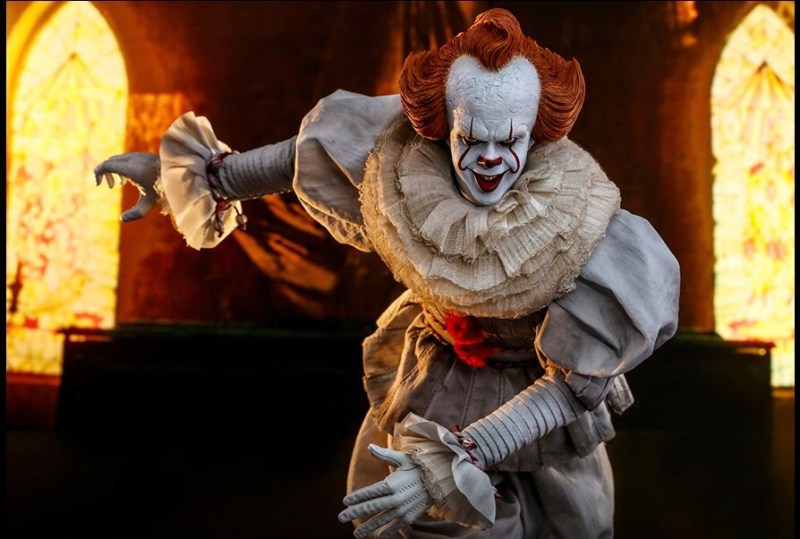 hot Toys it Chapter Two pennywise figure - walking