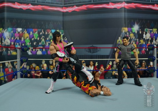wwe bret hart king of the ring 1993 figure review - trying for sharpshooter