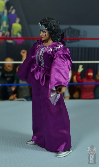 wwe elite sensational sherri figure review - robe left side