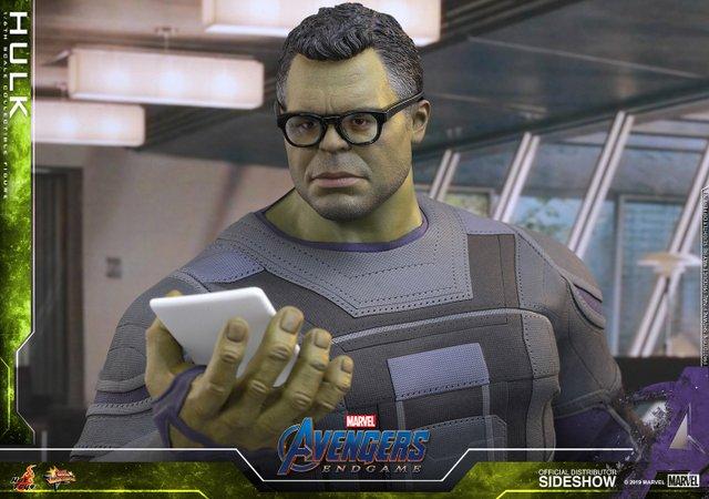 hot toys avengers endgame hulk figure - with glasses on
