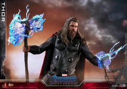 hot toys avengers endgame thor figure - holding weapons