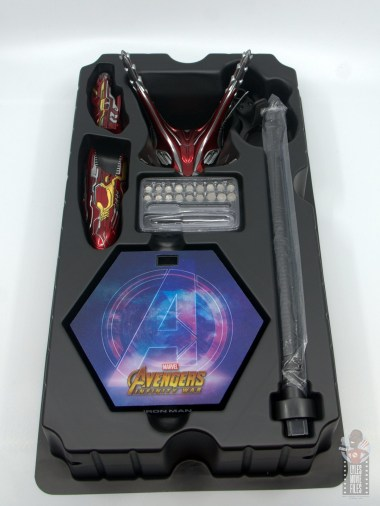 hot toys avengers infinity war iron man figure review - accessories tray