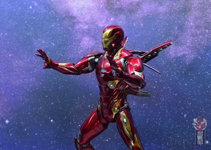hot toys avengers infinity war iron man figure review -repulsors ready