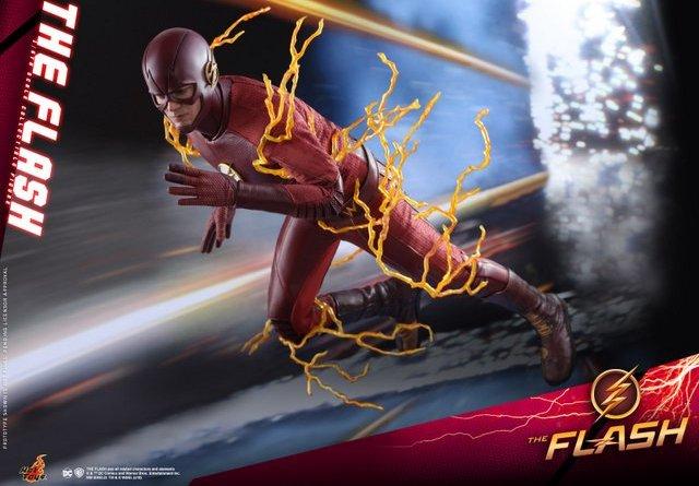 hot toys cw the flash figure - speeding through
