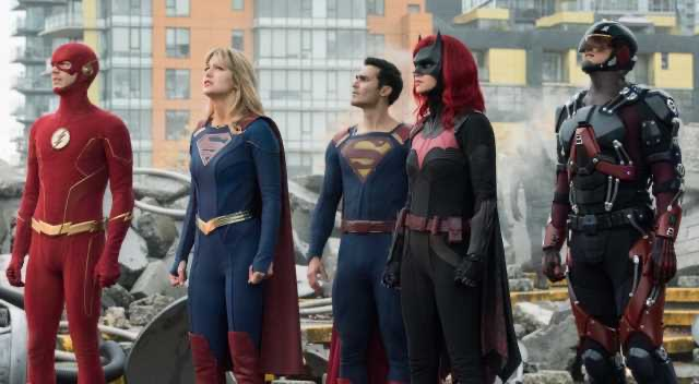 crisis on infinite earths - supergirl, Superman and batwoman