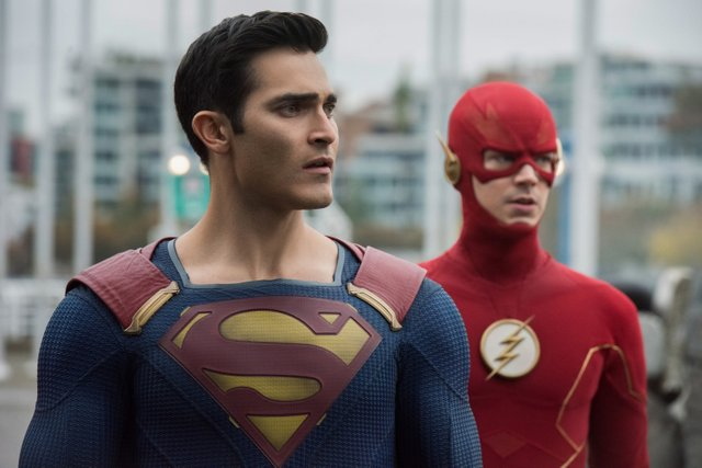 crisis on infinite earths official pics - superman and the flash