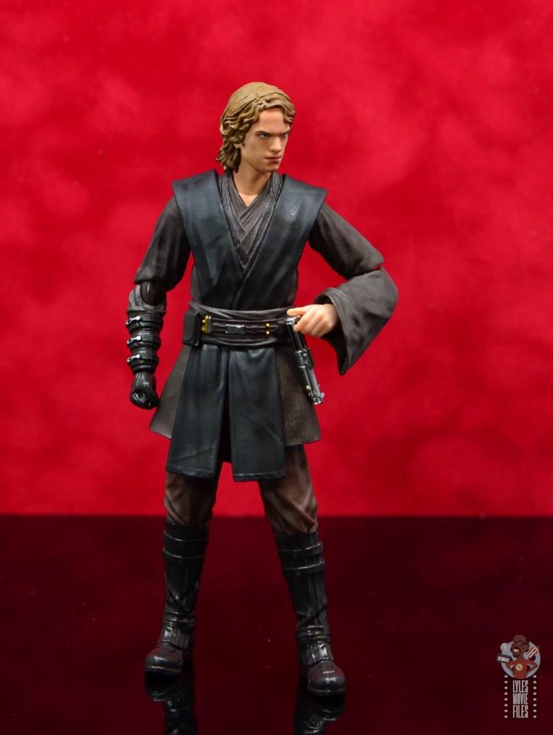 sh figuarts anakin skywalker revenge of the sith figure review - grabbing lightsaber