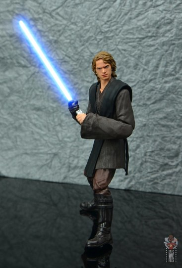 sh figuarts anakin skywalker revenge of the sith figure review -side stance