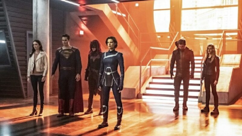 supergirl crisis on infinite earths part 1 review - lois, superman, batwoman, harbinger, green arrow and mia