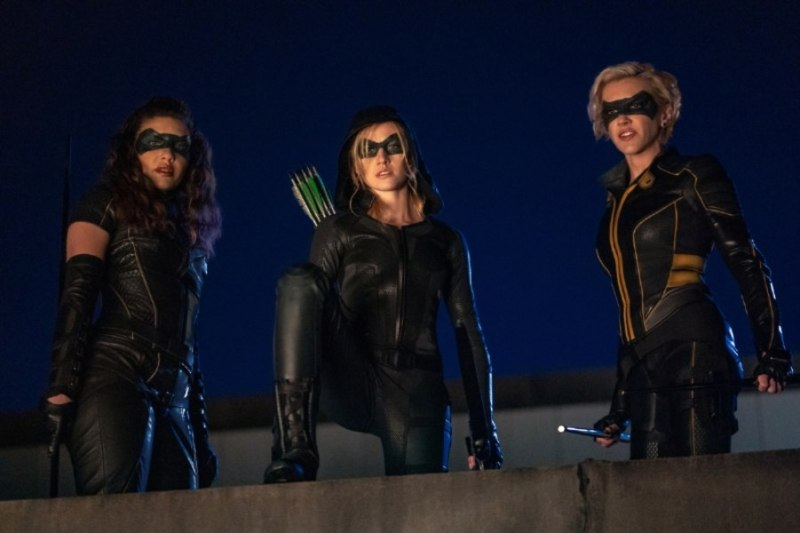 arrow - green arrow and the canaries review -dinah, mia and laurel