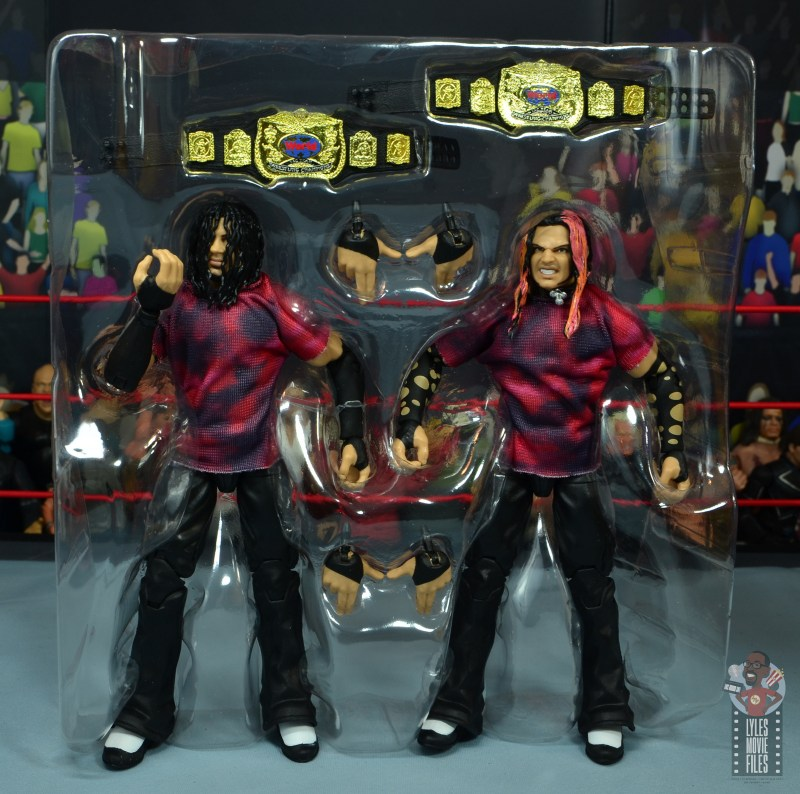 wwe elite the hardy boyz figure set review - accessories in tray