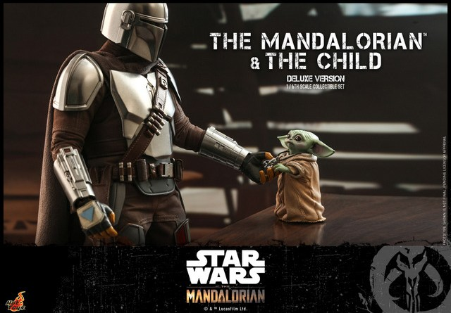 hot toys the mandalorian and the child deluxe figure set - giving medallion to the child