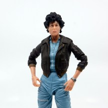 neca aliens ripley bomber jacket figure review - hands on hips