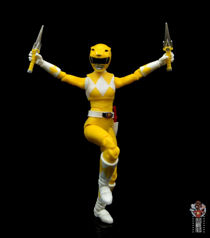 power rangers lightning collection mighy morphin yellow ranger figure review - battle posing
