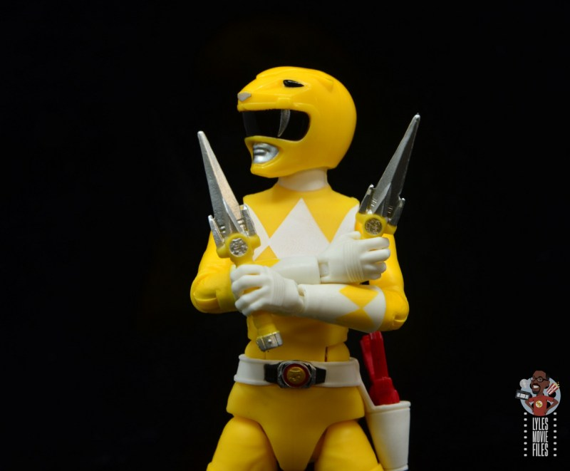 power rangers lightning collection mighy morphin yellow ranger figure review - daggers detail