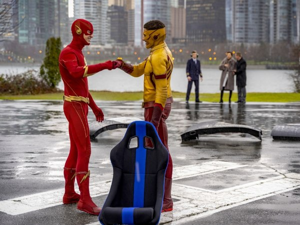 the flash - death of the speed force review - the flash and kid flash