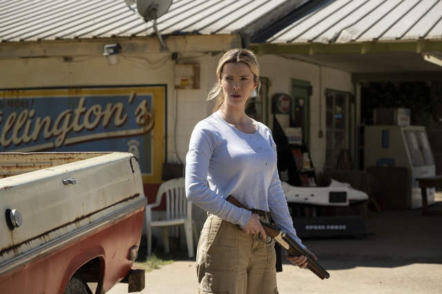 the hunt review - betty gilpin as crystal
