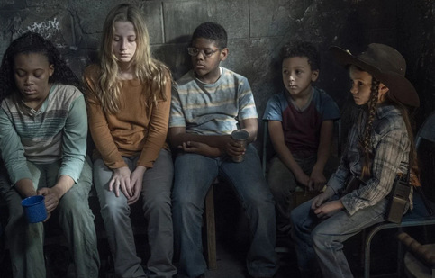 the walking dead walk with us review - lydia and the kids