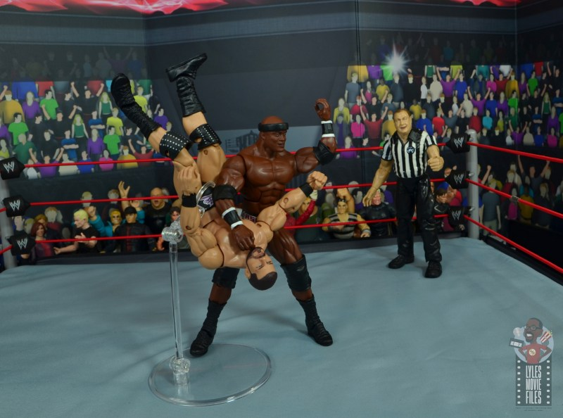wwe elite 69 bobby lashley figure review - throwing spinebuster to bobby roode
