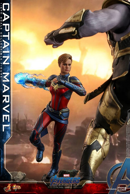 hot toys avengers endgame captain marvel - charging up to fight thanos