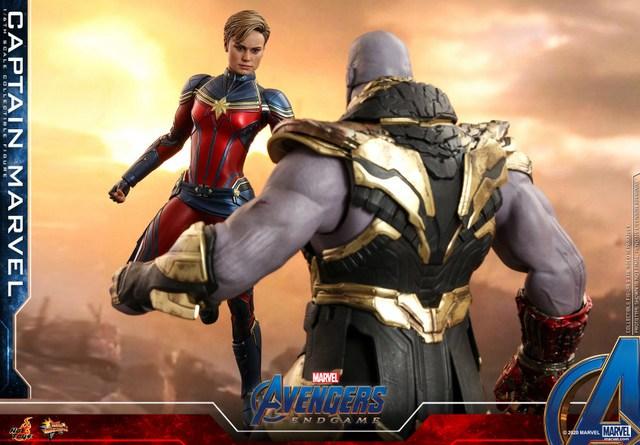 hot toys avengers endgame captain marvel - facing thanos