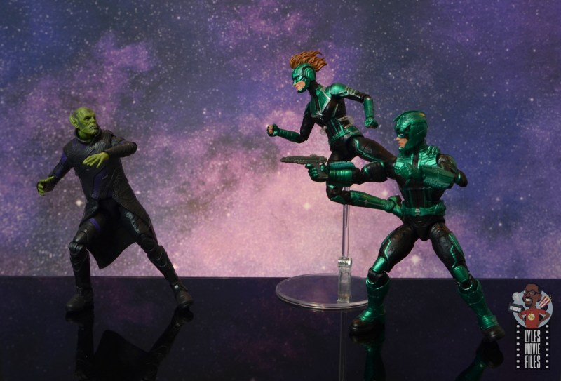 marvel legends talos figure review - running from captain marvel and yon-rogg
