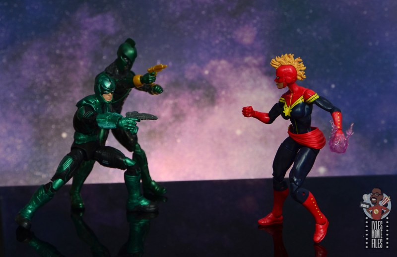 marvel legends yon-rogg figure review - taking aim at captain marvel