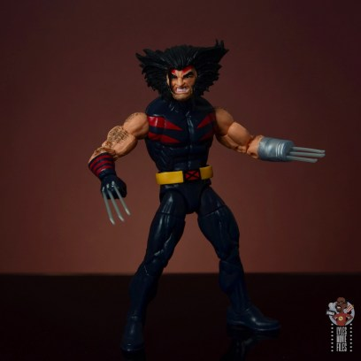 marvel legends age of apocalypse weapon x figure review - pivoting both claws