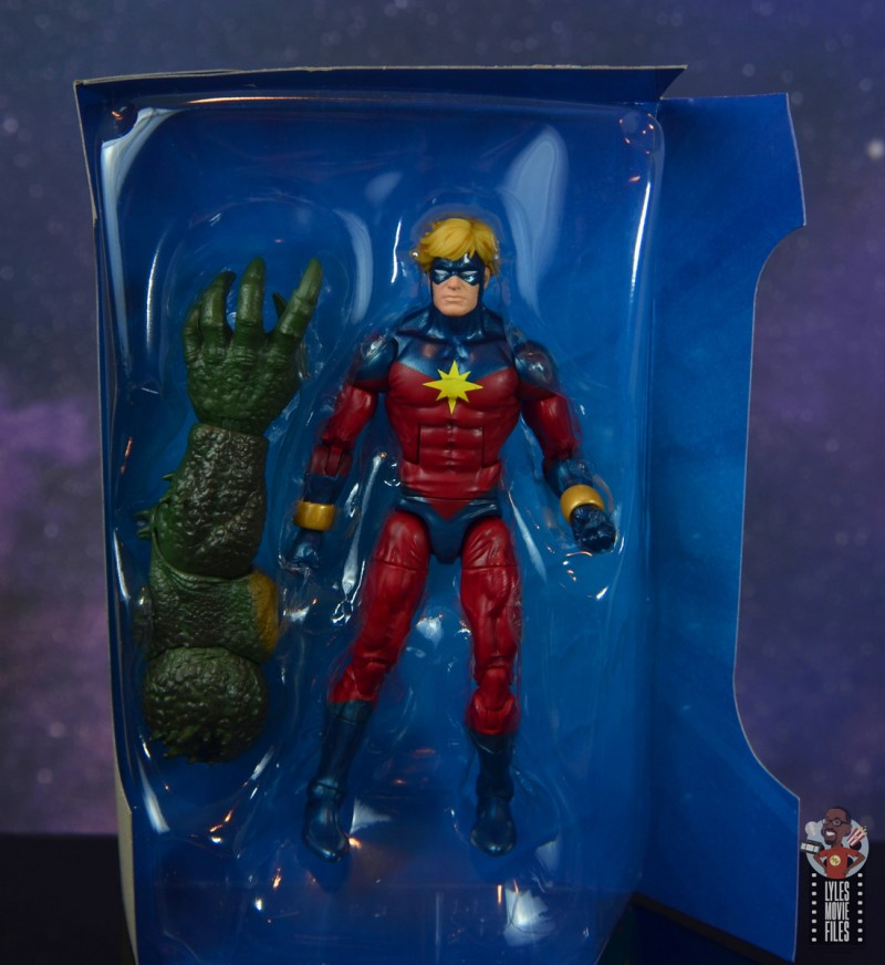 marvel legends mar-vell figure review - accessories in tray