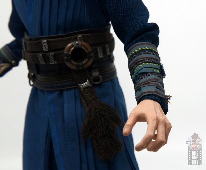 hot toys avengers infinity war doctor strange figure review -arm band detail