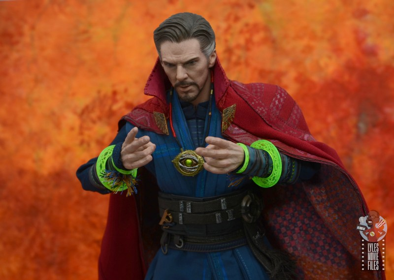hot toys avengers infinity war doctor strange figure review -opening eye of agamatto