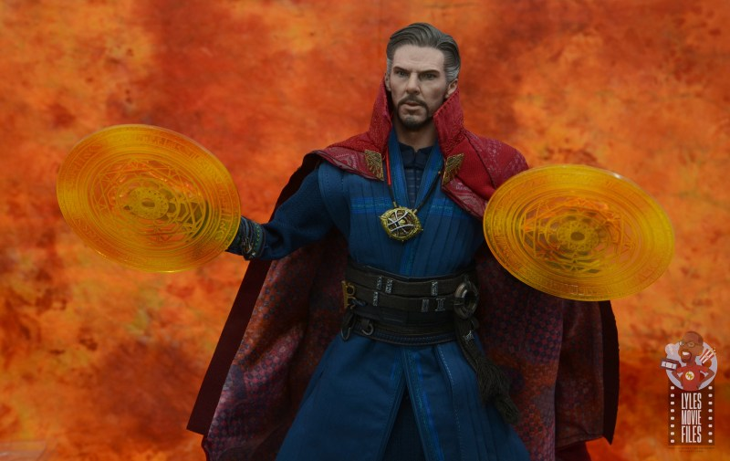 hot toys avengers infinity war doctor strange figure review -with energy shields