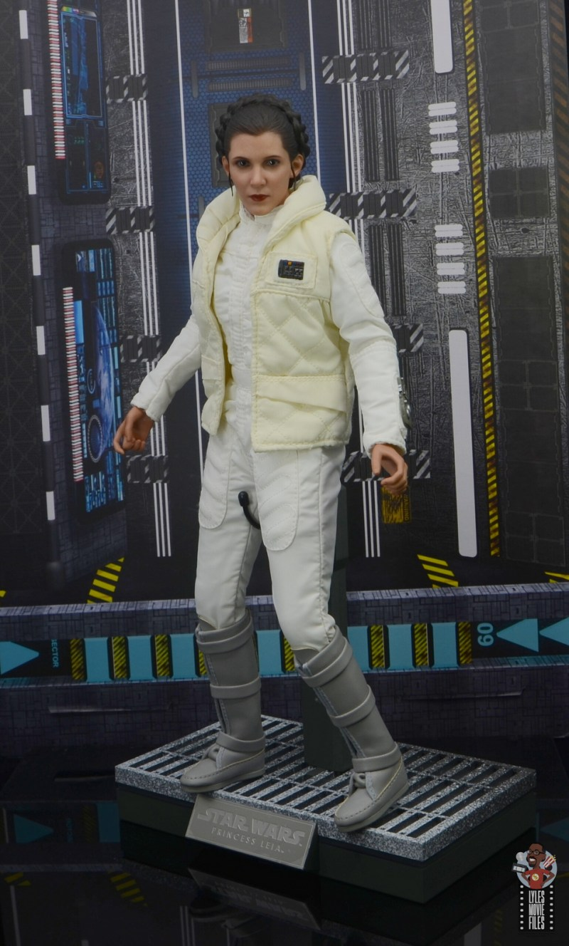 hot toys star wars hoth princess leia figure review -on base