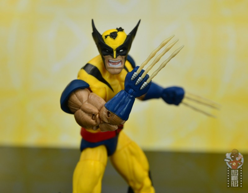 marvel legends cyclops, jean grey and wolverine set review - wolverine raising bone claws
