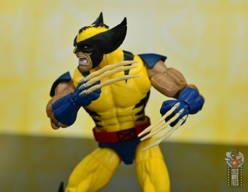 marvel legends cyclops, jean grey and wolverine set review - wolverine turning bone claws