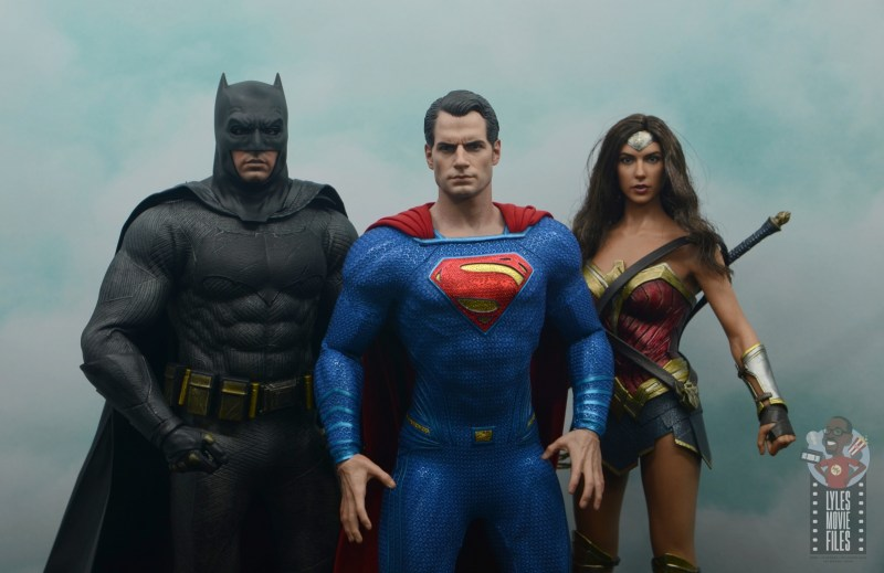 hot toys justice league superman figure review - scale with batman and wonder woman