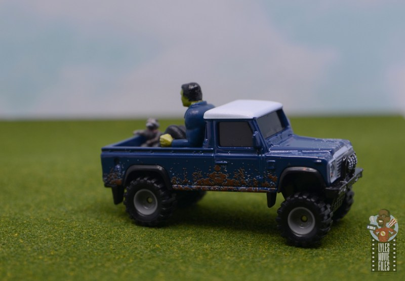 Hot Wheels Marvel Land Rover Defender 110 Pickup Truck with Hulk and Rocket review - right side