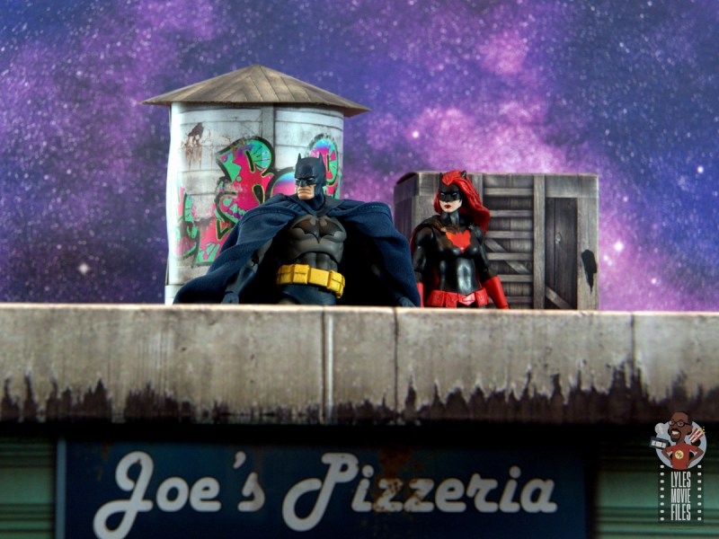 mafex hush batman figure review -on rooftop with batwoman