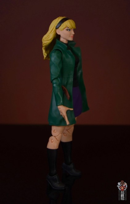 marvel legends retro gwen stacy figure review - right side