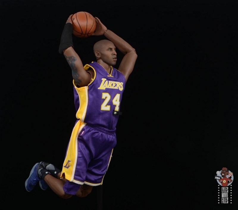 enterbay nba masterpiece kobe bryant figure review -older kobe dunking