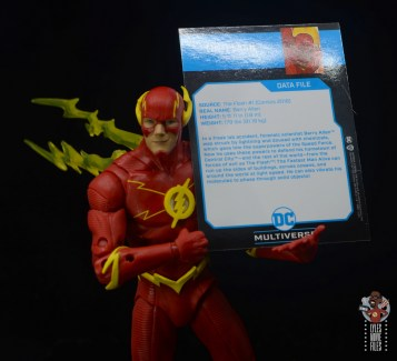 mcfarlane toys dc multiverse the flash figure review - holding bio card