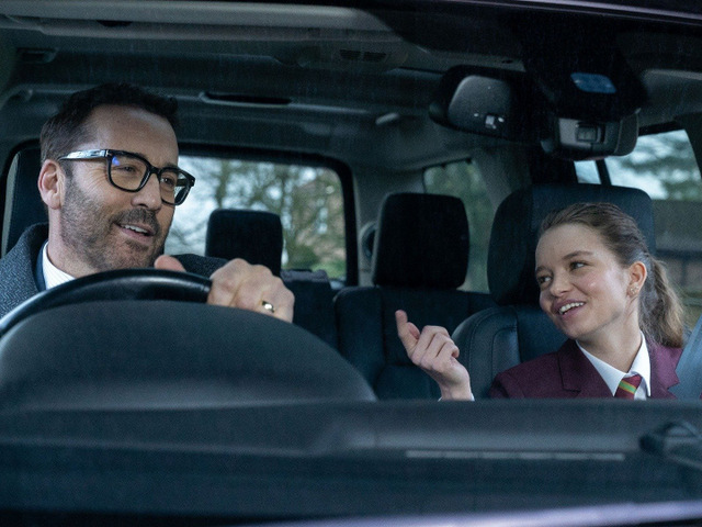my dad's christmas date review - jeremy piven and olivia mai barrett